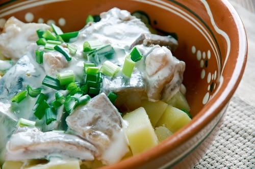 Sałatka ze śledziem i ziemniakami