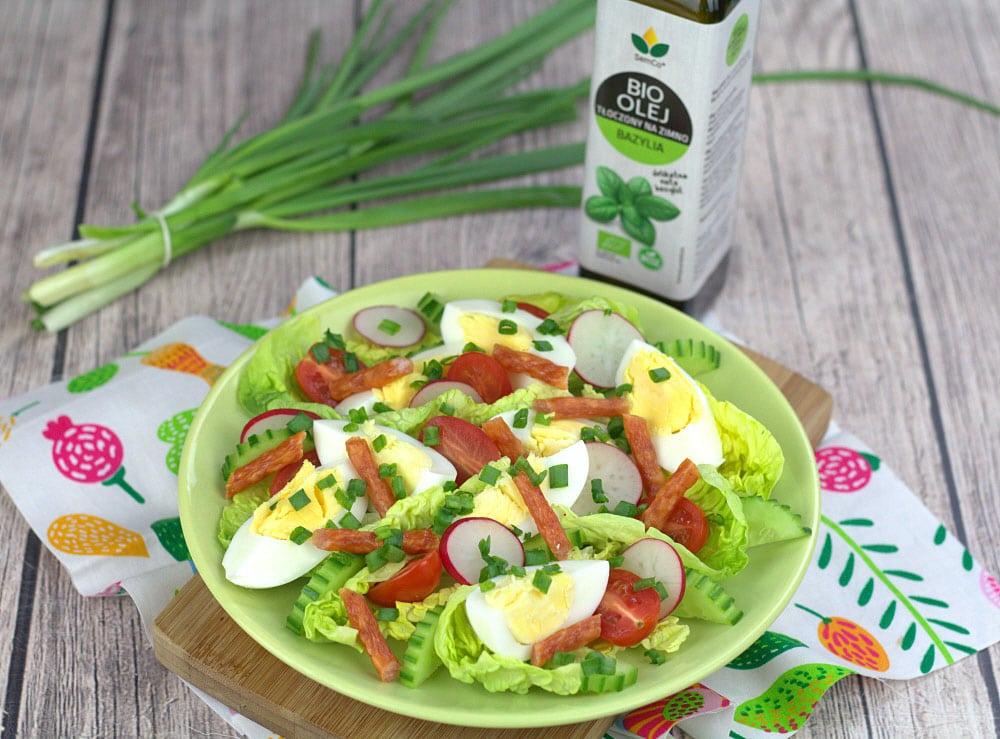 Przepis na wiosenną sałatkę z olejem słonecznikowym BIO o smaku bazylii